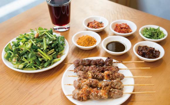 """【東京晚餐 】獨特風格的""""新潮居酒屋""""人氣逐漸高漲。今天要介紹的是位在上野御徒町一間羊肉十分美味的居酒屋「羊香味坊」 東京晚餐、"""