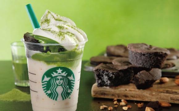 交互享受濃厚抹茶醬與巧克力蛋糕,「Chocolate Cake top Frappuccino® with 抹茶shot」星巴克開始販售 星巴克、