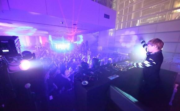 中田康貴在「Swatch專賣店 銀座」重新開幕活動上擔任DJ演出! 中田康貴、在銀座、