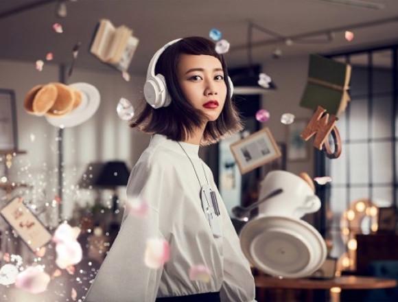 """謎樣正妹的真面目是""""三戶夏芽""""!無線耳機的宣傳短片公開 三戶夏芽、"""