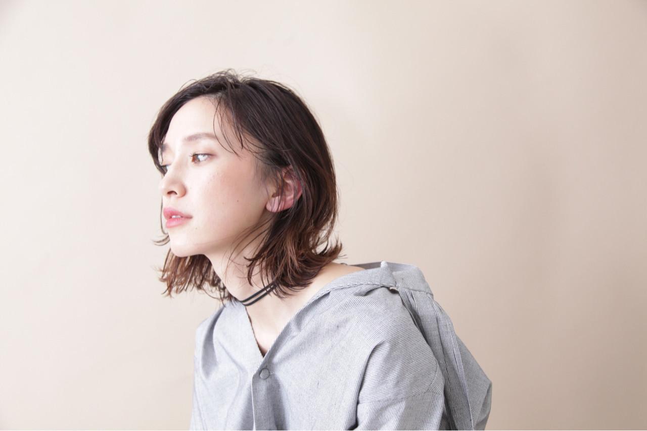 耳かけをすればクールな女性らしさを出せる 三好 佳奈美 | Baco.(バコ)