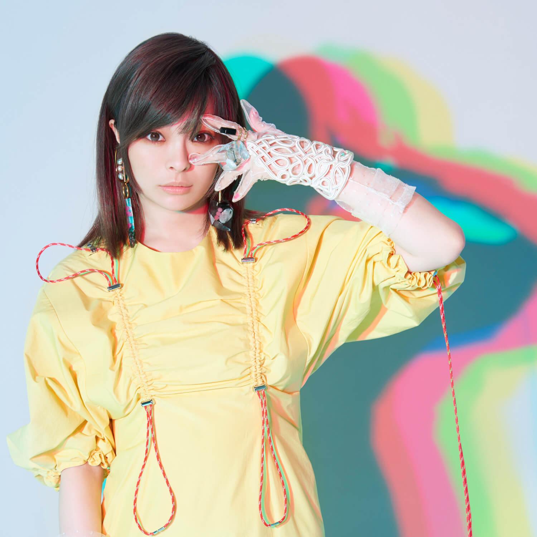 日清炒蕎麥麵U.F.O.的廣告中 內田裕也大跳卡莉怪妞的「FASHION MONSTER」舞蹈! 內田裕也、卡莉怪妞、