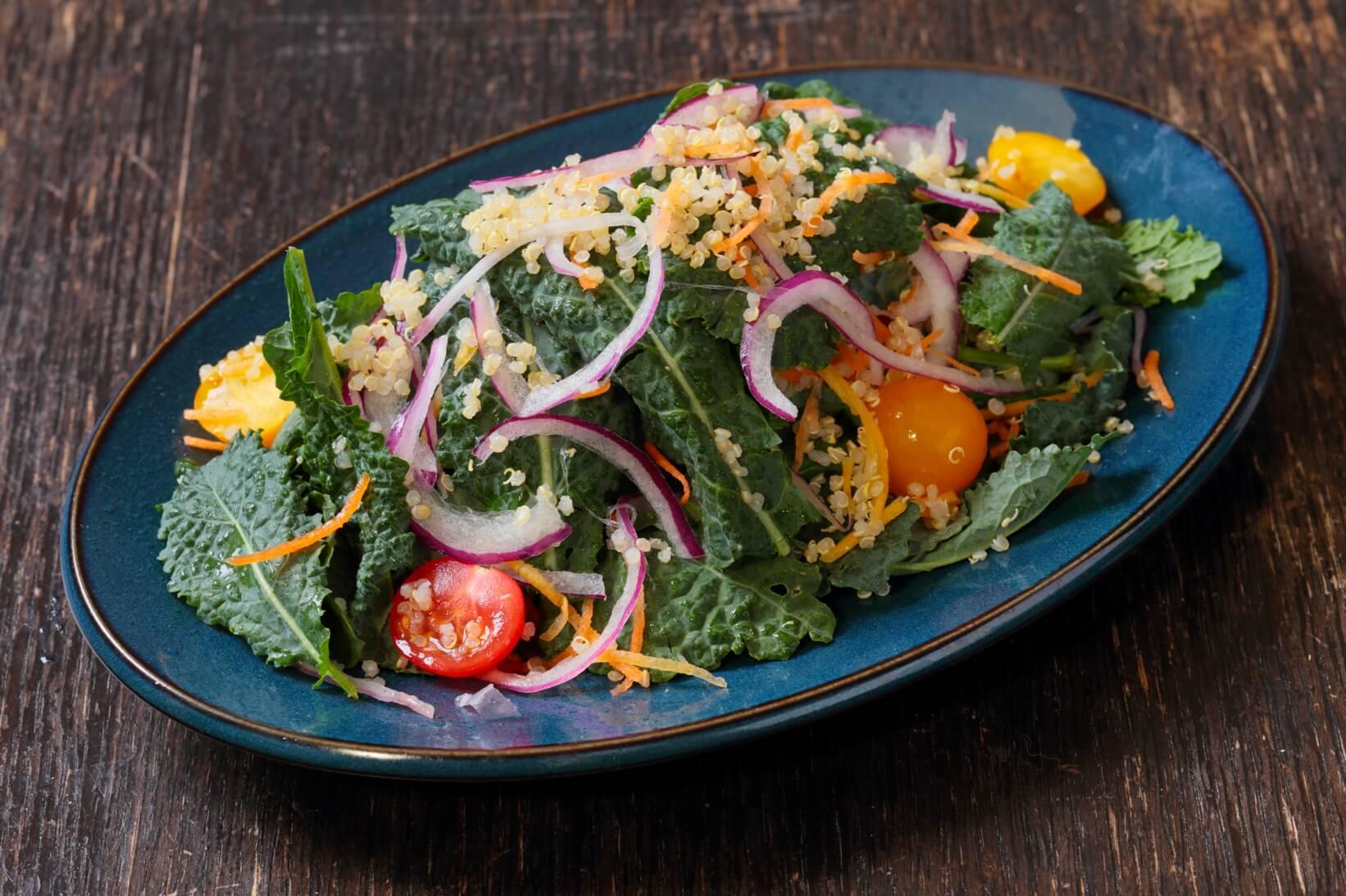 ベビーケールとキヌアのサラダ