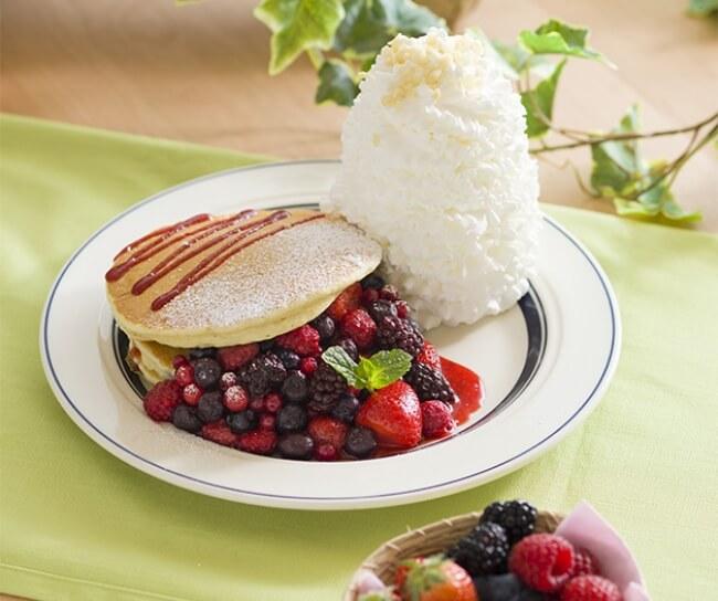EGGS 'N THINGS JAPAN 使用大量莓果製作的黃金週期間限定鬆餅發售 EGGS 'N THINGS JAPAN、甜點、莓、