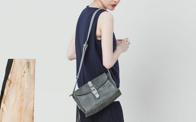 夏天衣著輕薄又要兼顧質感?選對小包穿搭才能得分