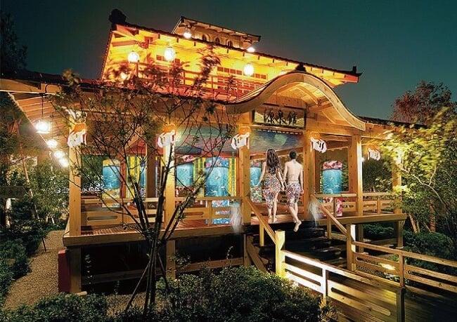 日本溫泉設施「浦安萬華鄉」的泳衣露天風呂區出現了水族箱!? 溫泉、