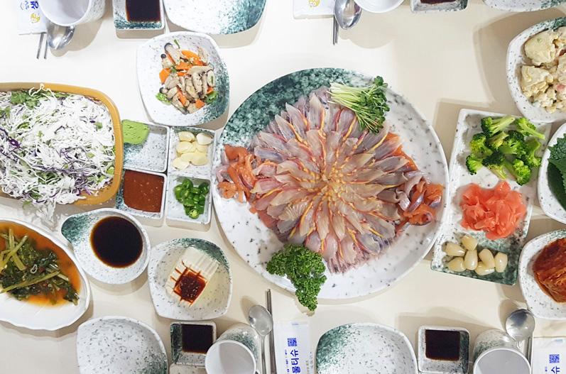 【 韩国美食 特辑】吃点特别的吧~Running man 带你来趟幸福破表的进补之旅!
