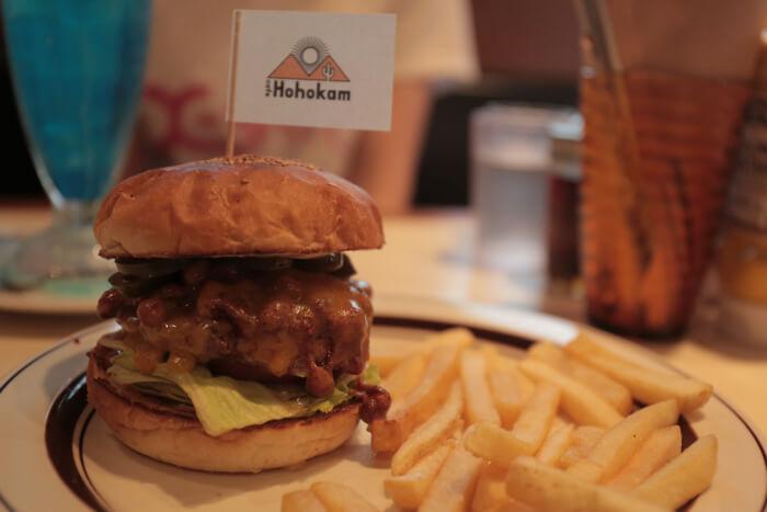 原宿觀光服務處工作人員推薦的漢堡店cafe Hohokam報導! MOSHIMOSHIBOX、咖啡廳、在原宿、