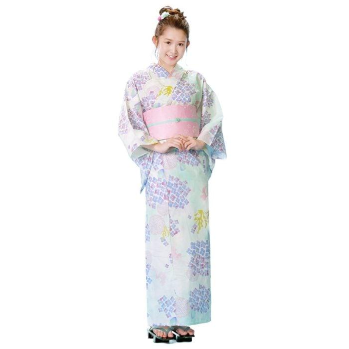 日本迪士尼網路商店浴衣特輯公主系列浴衣小美人魚白色紫陽花繡球花浴衣模特兒照