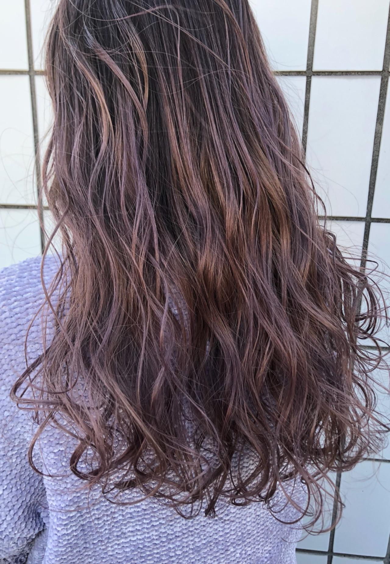 長髮就使用明亮的粉紅漸層色來提升透明感