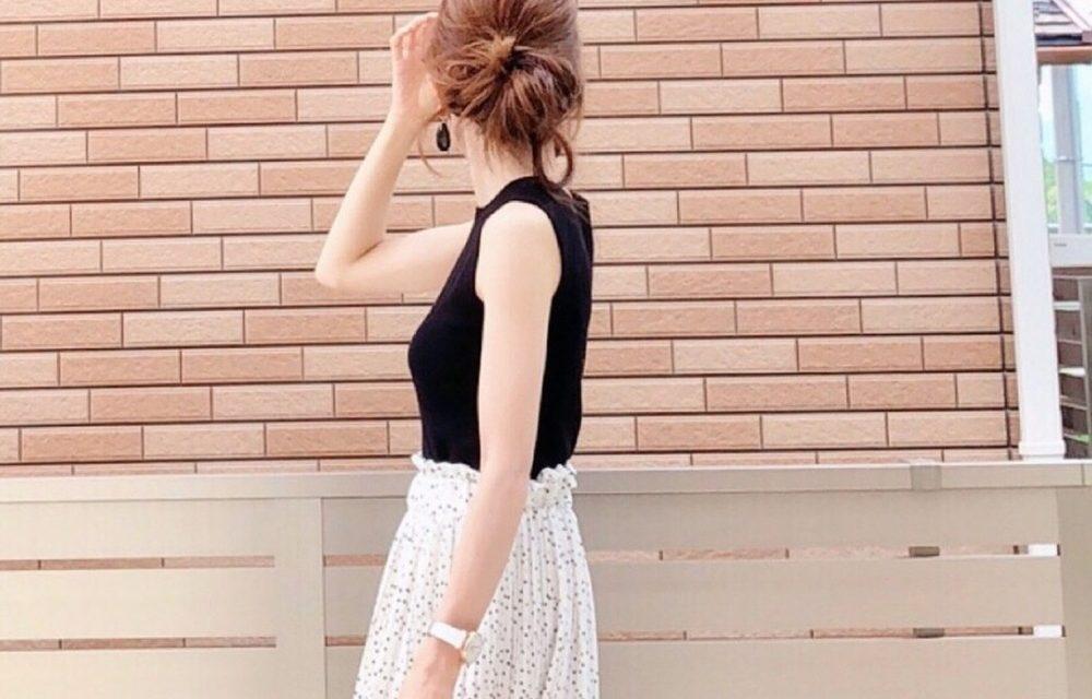 日本女孩的夏日定番款,用微高領無袖黑上衣穿搭出可愛與女人味
