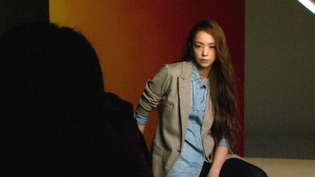 收錄了「Namie Amuro x H&M」安室奈美惠拍攝畫面的花絮影片大公開! 安室奈美惠、