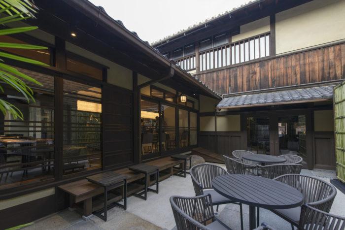 svb京都中庭座位區