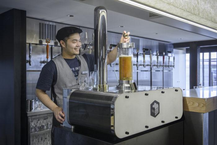 svb京都工作人員操作特製風味啤酒