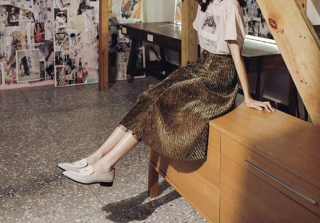 新季節的悠閒步調,用平底鞋穿搭出秋日的慵懶時尚