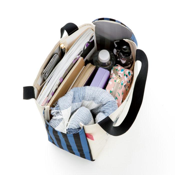 猫と少女のトートバッグ容量照