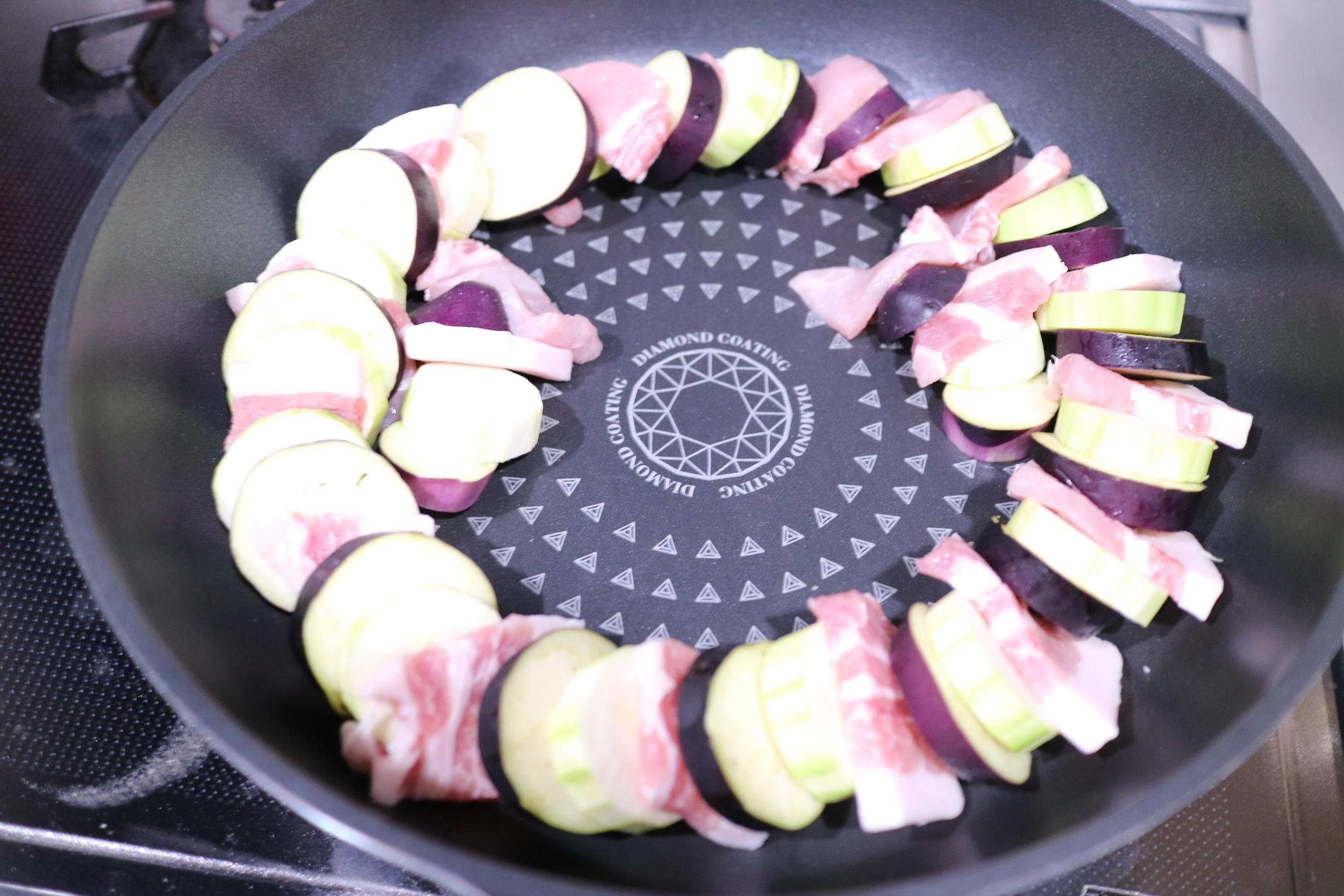 千層豬肉櫛瓜番茄生菜沙拉