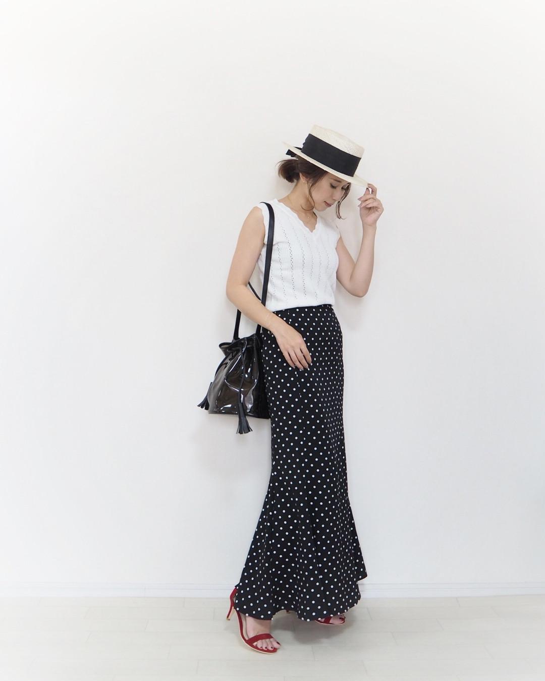 想低調的時尚一下,就搭件荷葉裙 yu.rm