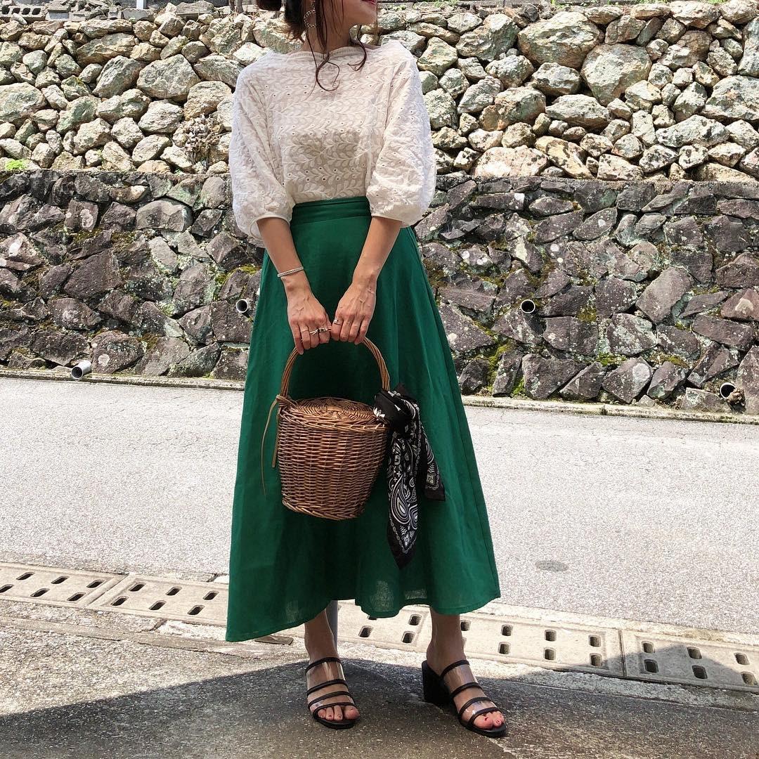 利用綠色系的長裙來營造清爽風格 moyooonn