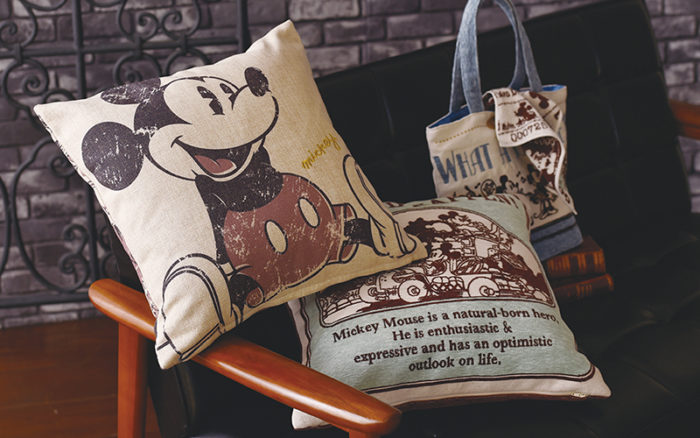 Mickey 90th Anniversary Premium Shop 2nd SEASON 抱枕