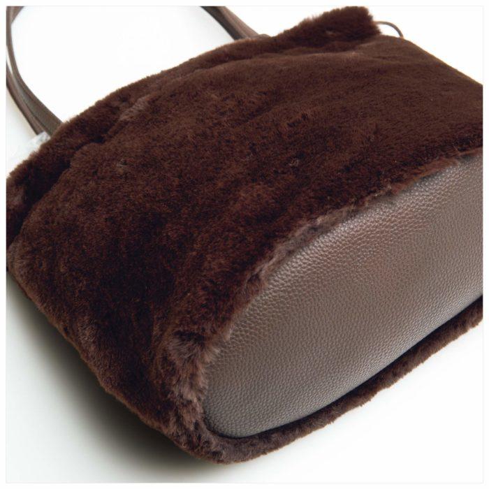 Harriss毛毛束口造型包底部