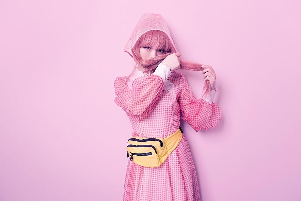 卡莉怪妞,公開專輯收錄曲「キズナミ」的MV 卡莉怪妞、