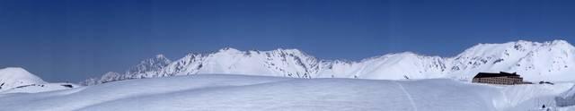 從室堂遠眺群峰,由左至右分別為劍岳(2999m), 劍...