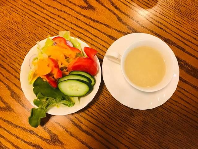 沙拉與起司蛋花湯