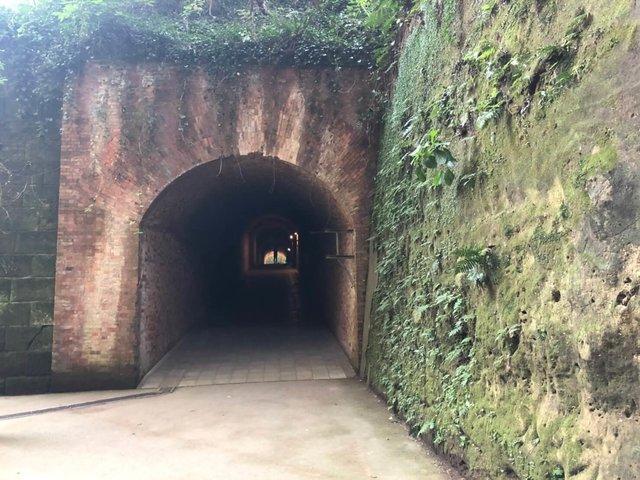 溼冷的隧道