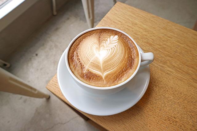 【中目黑】在沙發上享受冠軍拉花拿鐵!東京質感咖啡廳「Streamer Coffee Company」